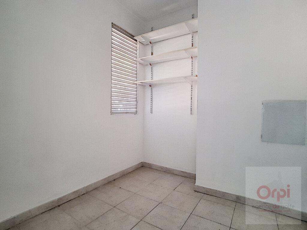 Appartement à louer 3 65m2 à Ajaccio vignette-4