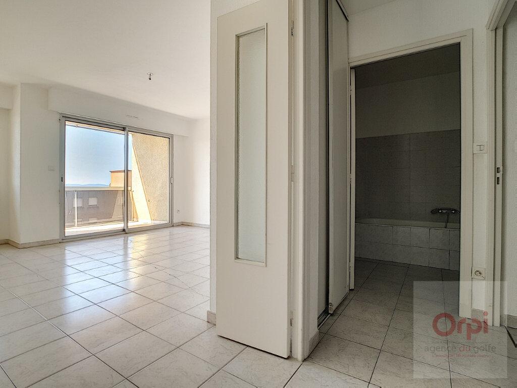 Appartement à louer 3 65m2 à Ajaccio vignette-5