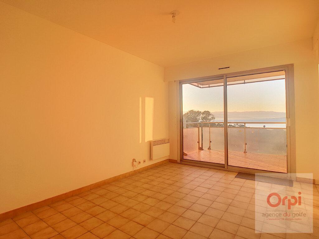 Appartement à louer 1 26m2 à Ajaccio vignette-2