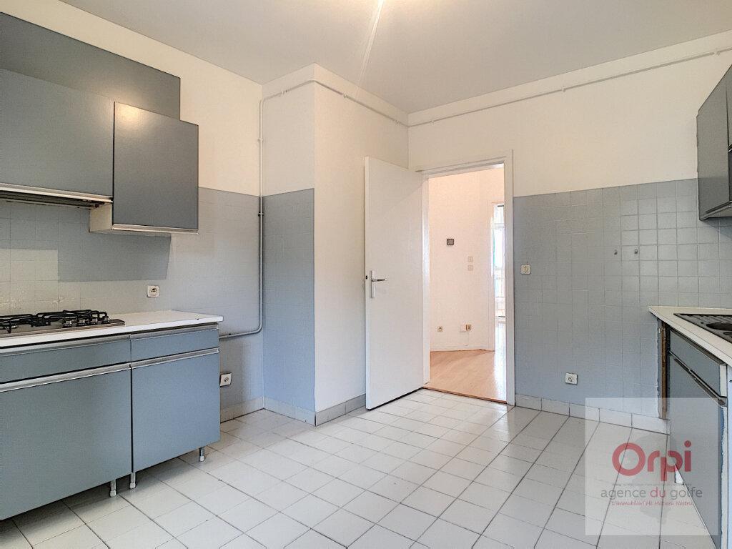 Appartement à louer 4 119m2 à Ajaccio vignette-4