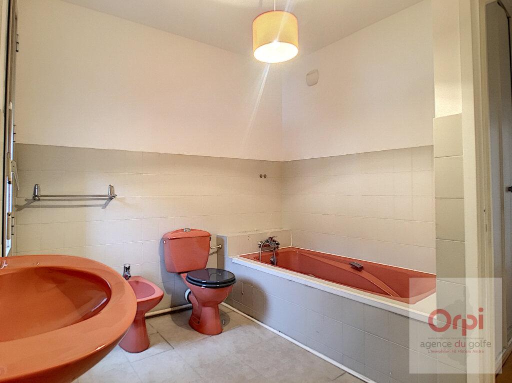 Appartement à louer 4 119m2 à Ajaccio vignette-5
