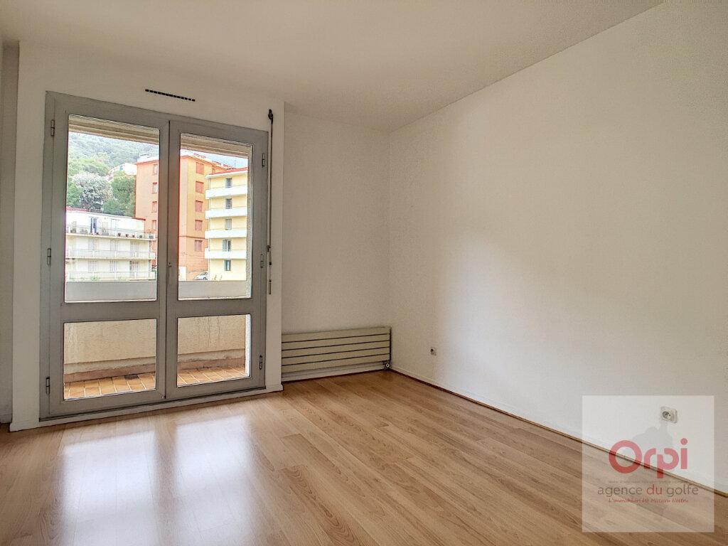 Appartement à louer 4 119m2 à Ajaccio vignette-6