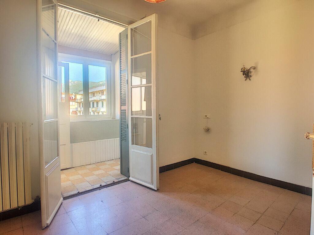 Appartement à louer 4 104.52m2 à Ajaccio vignette-4