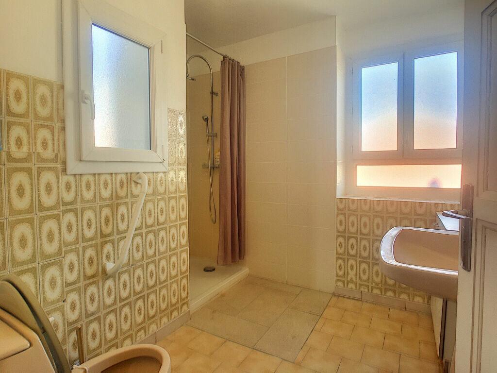 Appartement à louer 4 104.52m2 à Ajaccio vignette-7