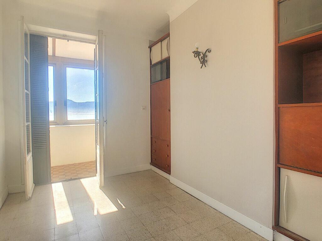 Appartement à louer 4 104.52m2 à Ajaccio vignette-9