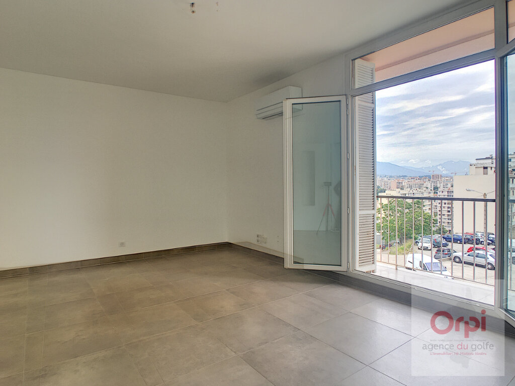 Appartement à louer 4 82m2 à Ajaccio vignette-1