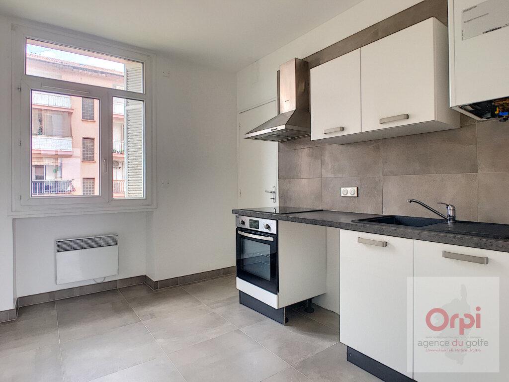 Appartement à louer 4 82m2 à Ajaccio vignette-2