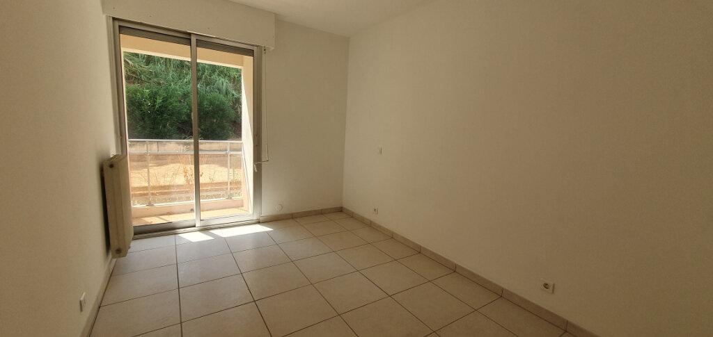 Appartement à louer 4 87.95m2 à Ajaccio vignette-5