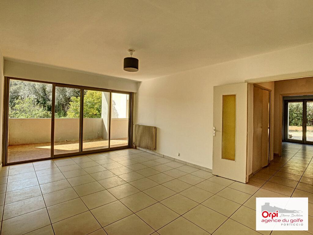 Appartement à louer 4 87.95m2 à Ajaccio vignette-6