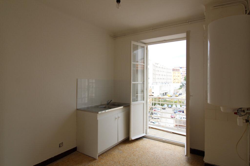 Appartement à louer 4 75.35m2 à Ajaccio vignette-3