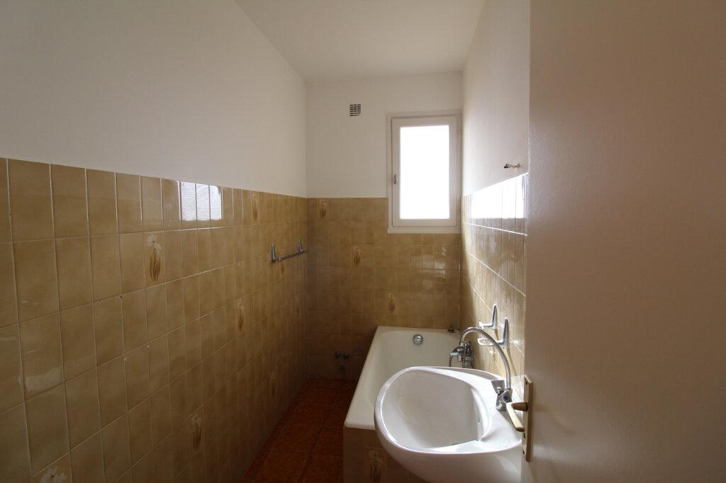 Appartement à louer 1 27.26m2 à Ajaccio vignette-3