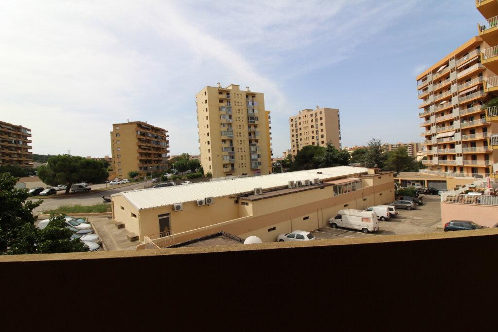 Appartement à louer 1 27m2 à Ajaccio vignette-4