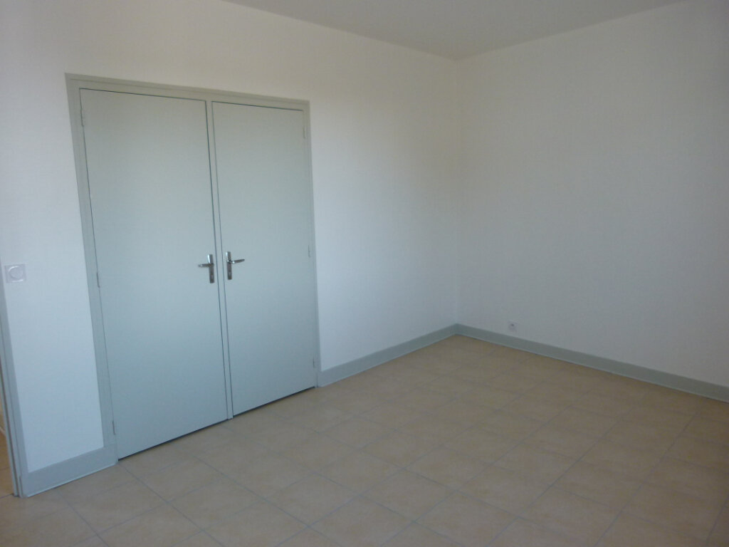 Appartement à louer 4 107m2 à Saint-Just-Luzac vignette-7