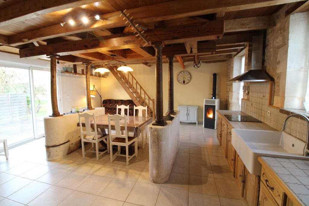 Maison à louer 4 99.23m2 à Saint-Romain-de-Benet vignette-2