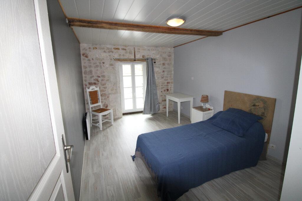 Maison à louer 4 99.23m2 à Saint-Romain-de-Benet vignette-5
