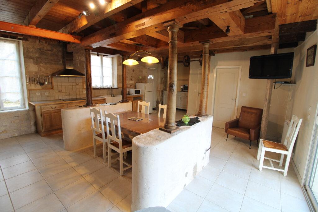 Maison à louer 4 99.23m2 à Saint-Romain-de-Benet vignette-7
