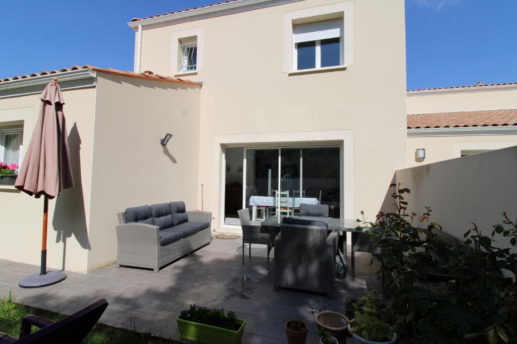 Maison à vendre 4 107.01m2 à Saint-Sulpice-de-Royan vignette-1