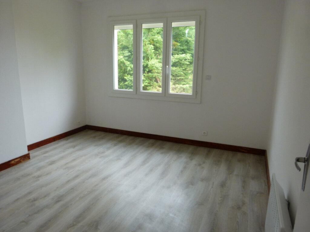 Maison à louer 5 98.02m2 à Le Gua vignette-4