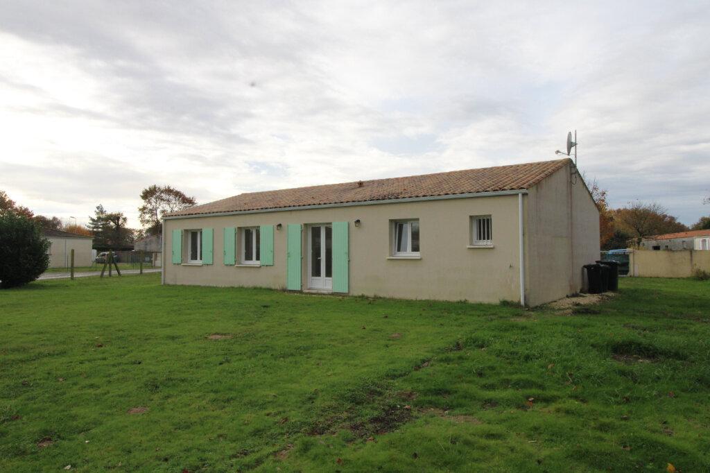 Maison à louer 4 90.16m2 à Sainte-Gemme vignette-1