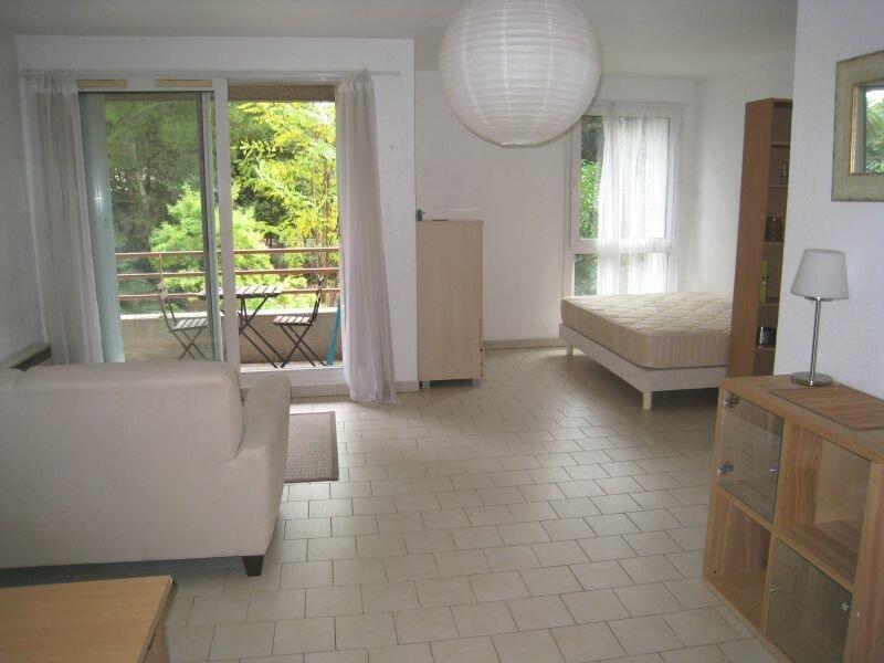 Appartement à louer 1 0m2 à Marseille 10 vignette-1