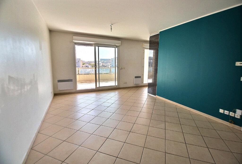Appartement à louer 3 70m2 à Marseille 10 vignette-1