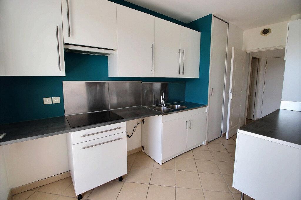 Appartement à louer 3 70m2 à Marseille 10 vignette-2