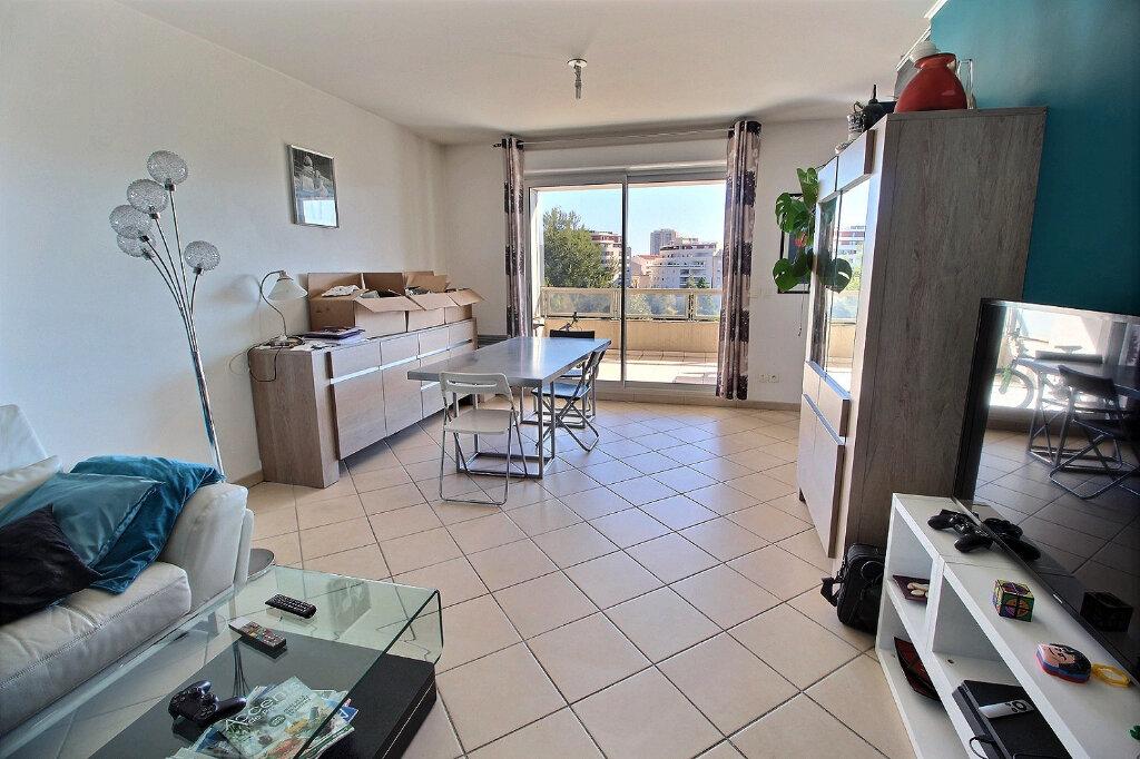 Appartement à louer 3 70m2 à Marseille 10 vignette-3