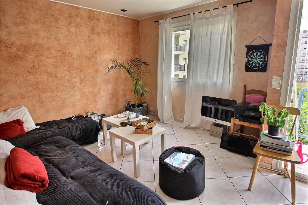 Appartement à louer 3 68m2 à Marseille 5 vignette-1