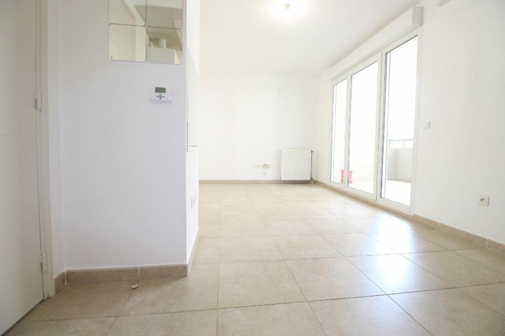 Appartement à louer 2 36m2 à Marseille 8 vignette-1