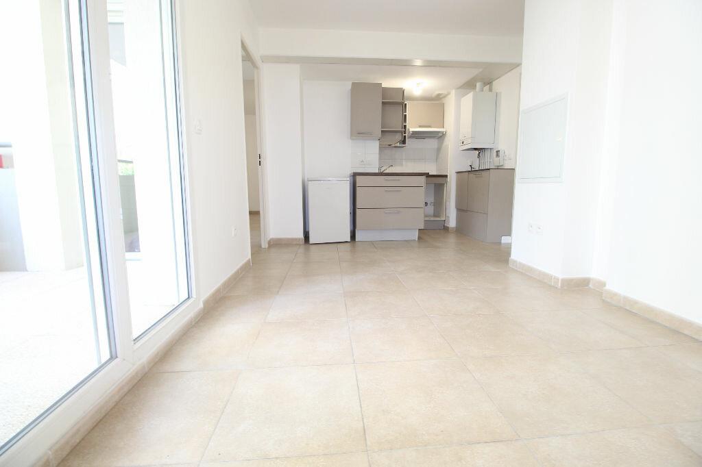 Appartement à louer 2 36m2 à Marseille 8 vignette-2