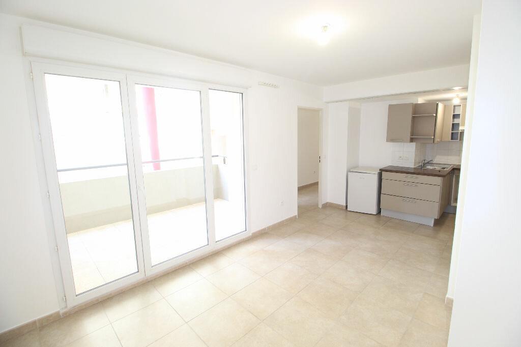 Appartement à louer 2 36m2 à Marseille 8 vignette-3