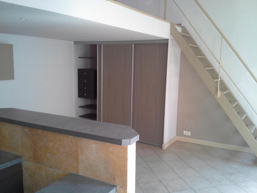 Appartement à louer 2 42m2 à Marseille 5 vignette-2