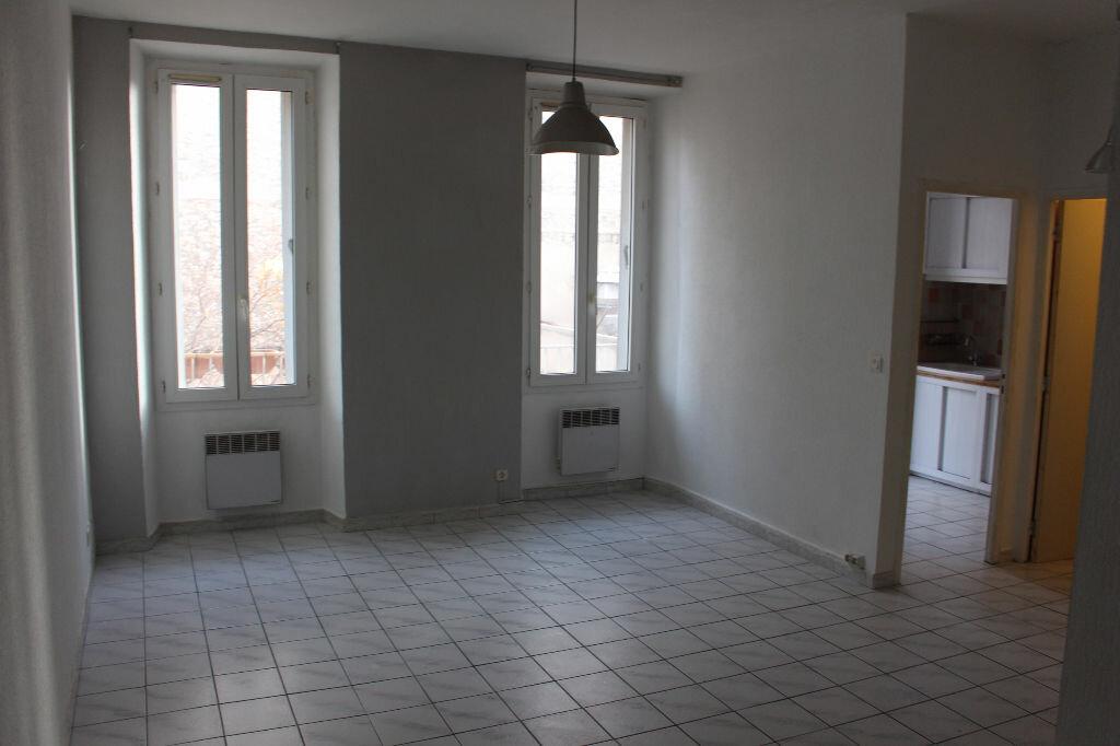 Appartement à louer 1 29m2 à Marseille 5 vignette-2