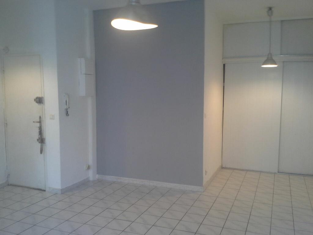 Appartement à louer 1 29m2 à Marseille 5 vignette-3