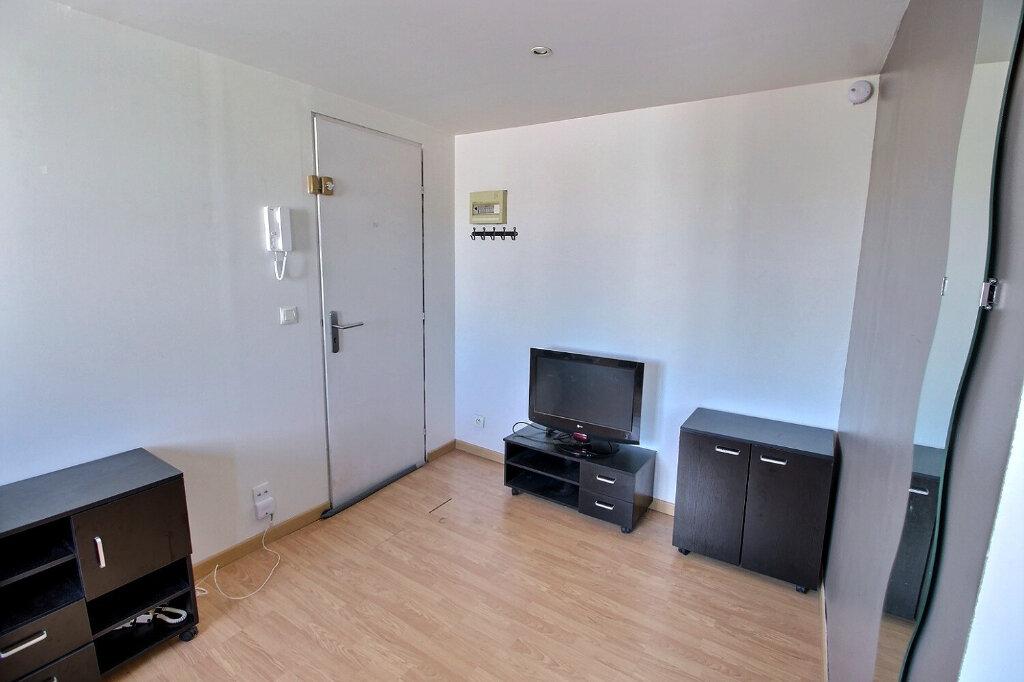 Appartement à louer 1 24m2 à Marseille 5 vignette-2