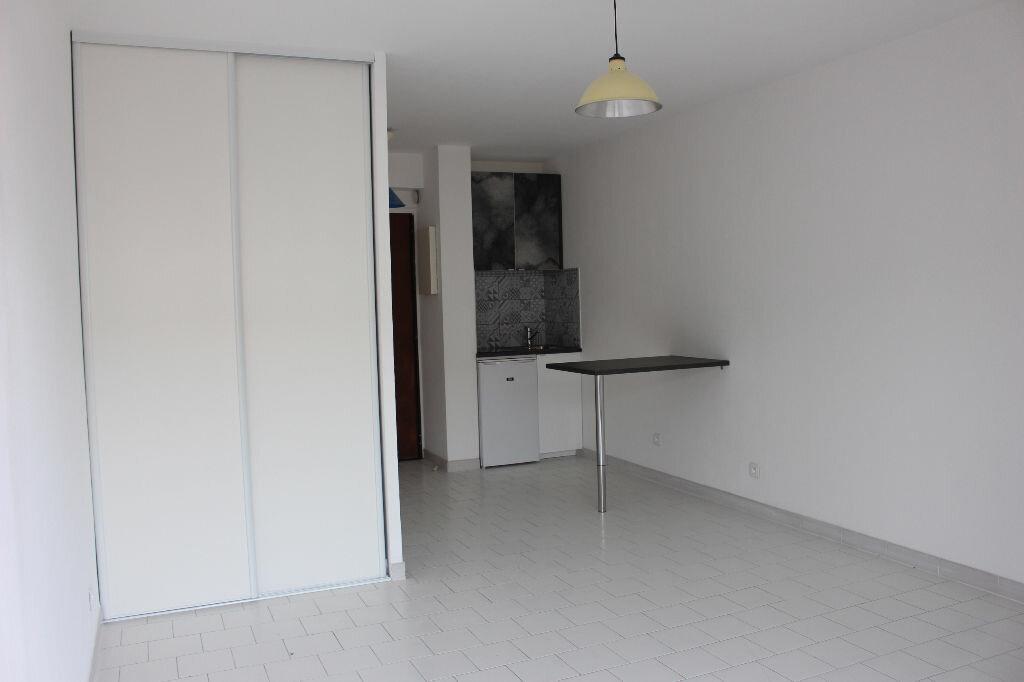 Appartement à louer 1 22m2 à Marseille 10 vignette-2
