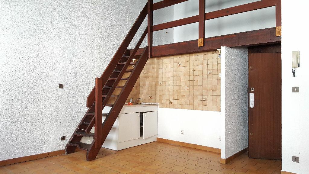 Appartement à louer 2 35m2 à Marseille 1 vignette-1