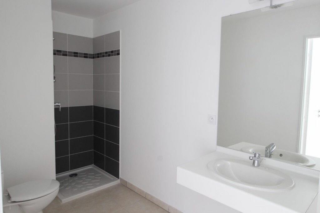 Appartement à louer 2 38m2 à Marseille 5 vignette-2