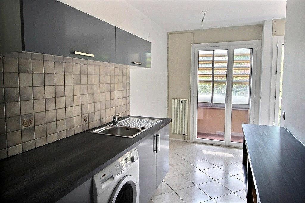 Appartement à louer 2 43m2 à Marseille 11 vignette-4