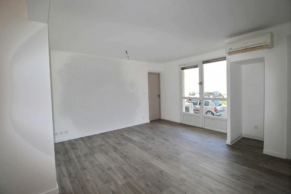 Appartement à louer 3 60m2 à Marseille 13 vignette-3