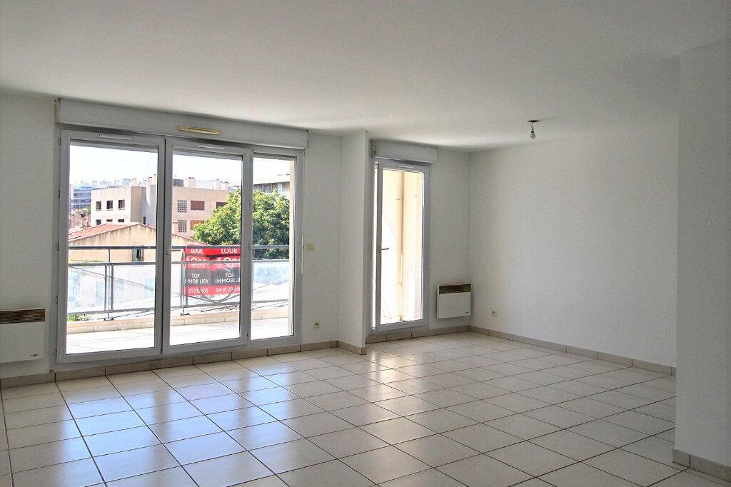 Appartement à louer 3 75m2 à Marseille 5 vignette-1