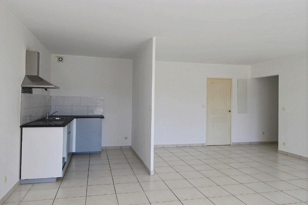 Appartement à louer 3 75m2 à Marseille 5 vignette-2
