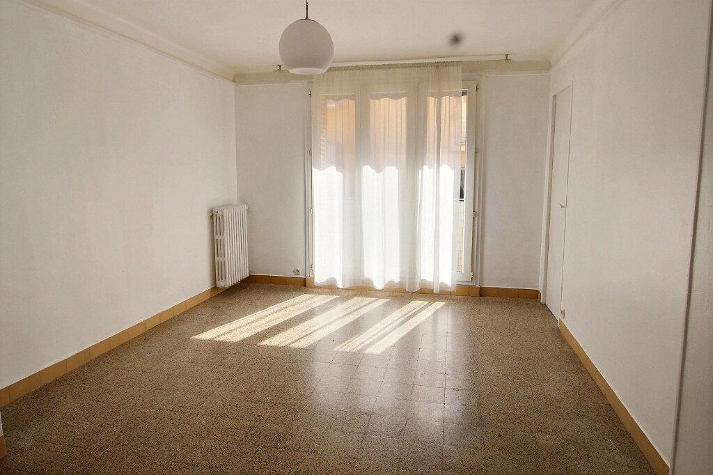 Appartement à louer 4 69m2 à Marseille 5 vignette-1