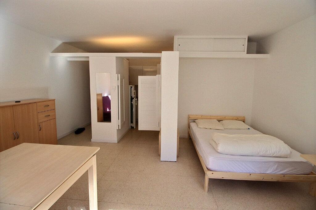 Appartement à louer 1 31.5m2 à Marseille 5 vignette-2
