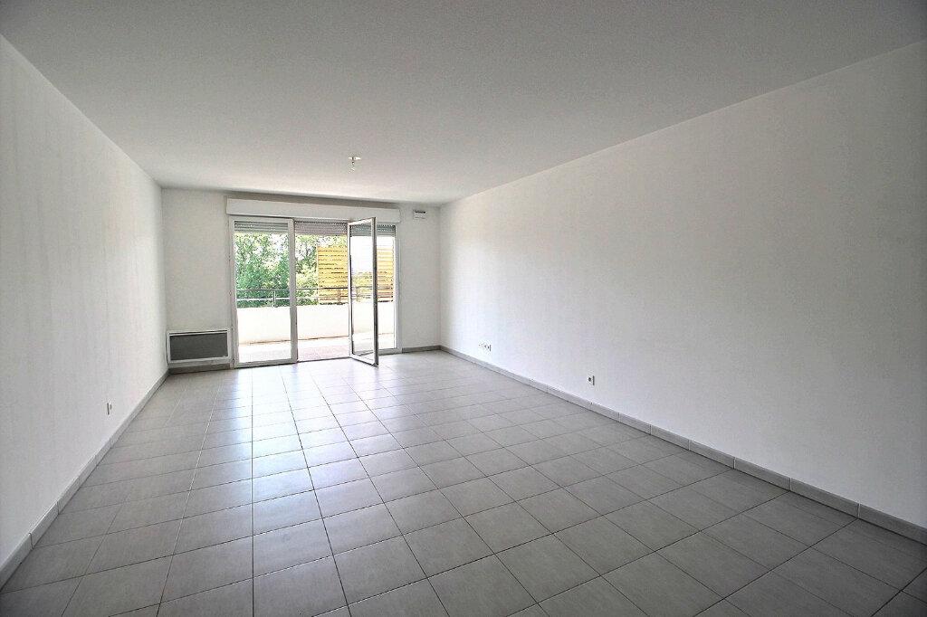 Appartement à louer 3 67.7m2 à Marseille 11 vignette-1