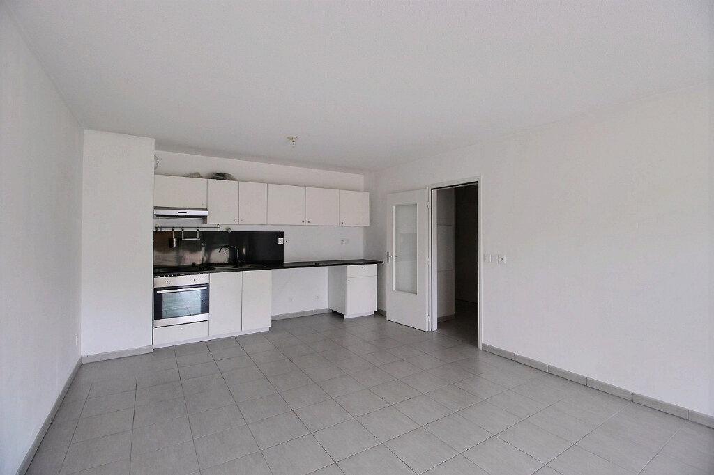 Appartement à louer 3 67.7m2 à Marseille 11 vignette-2