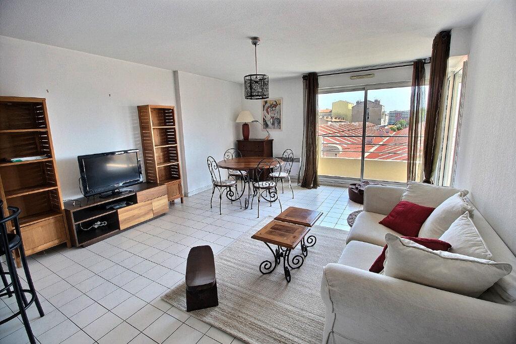 Appartement à louer 3 64m2 à Marseille 10 vignette-3