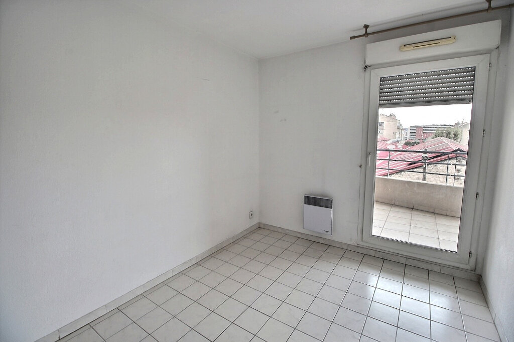Appartement à louer 3 64m2 à Marseille 10 vignette-4