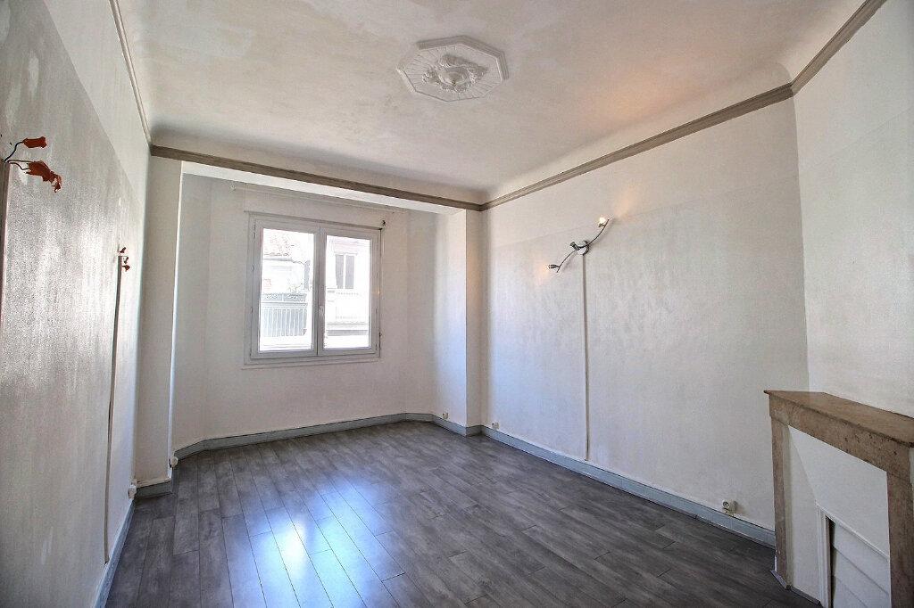 Appartement à louer 3 55m2 à Marseille 5 vignette-1