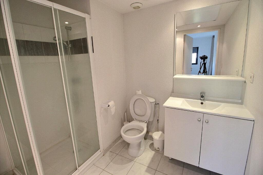 Appartement à louer 2 33m2 à Marseille 5 vignette-3
